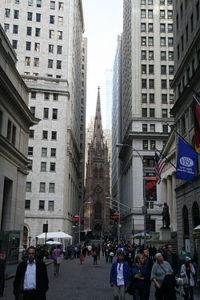 Wall_Street_and_Trinity_Church_2014