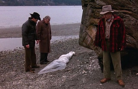 scene_from_twin_peaks_pilot_-_discovery_of_the_body_of_laura_palmer